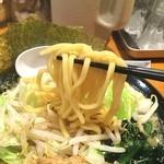 横浜家系ラーメン 檜家 - 麺リフト‼️ 麺も家系っぽい…