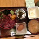 44165365 - まぐろ丼と小豚汁の空中写真