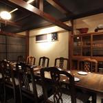 瓢六亭 - 椅子席の個室は最大二十名様まで。