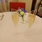 シェムラブルリス - 乾杯のシャンパン