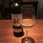 サリーヒルズ - 白グラスワイン(900円)