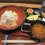 さ行 - 鯛の二色づけ丼、小鉢4種、おみそ汁