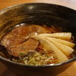 宮川伊吹 - 醤油と、節の香る美しい高山ラーメンです