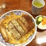 東島屋 - カツ丼。