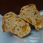 ポム・ド・パン - 2015/11   りんごとカシューナッツの紅茶パン