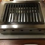 焼肉 千里 - ピカピカに磨かれた清潔な鉄板