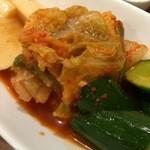 焼肉 千里 - キムチ盛合せ:当店は辛さ控えめで発酵進んだ酸味強め。肉でべたついた口中がさっぱり