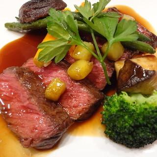 「肉」も「魚」も味わえる充実した内容のランチコースをどうぞ。