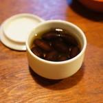 飛騨高山 角正 - (先付)黒豆です、丹波篠山「小田垣商店」の川北産最高級丹波黒を仕入れられています