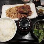 44184958 - じゅん名物鶏唐揚げ定食                       830円 全景