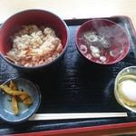 兼子商店 - まいたけごはん 吸い物、漬物付きです(¥400)