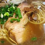 かしわ屋 - この焼豚かなり美味い、、