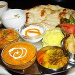 インドレストラン Shama - いろいろ楽しめるターリランチ¥1200