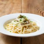 restaurant&garden chou-cho - キャベツとサルシッチャのオイルソース パスタ キャベツとイタリアンソーセージをオイルソースで