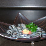 山海 - 料理写真:オーダーされて、手開きしたキビナの刺身