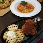 グラッチェガーデンズ - 料理写真:チキンステーキ醤油ソースとトマトとにんにくのスパゲッティ生パスタで。