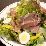 モモ キッチン - 生ハムシーザーサラダ\680