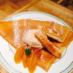 gelato pique cafe bio concept - りんごとシナモンのクレープ