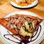 gelato pique cafe bio concept - カカオのクレープ、ピスタチオアイス