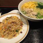 44195410 - 鶏肉そばと炒飯セット ¥1080
