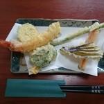 44195562 - 天ぷら(一人前) おいしく揚ってます。