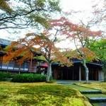茶室 真和亭 - 緑と赤のコントラストは最高!