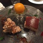 44205906 - デザート3種。ティラミス、濃厚なマンゴージェラートと、絶品のふじりんごとキャラメルのヌガーグラッセ。