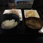 チャータ - 豚トロ定食¥800 肝心の豚トロが見えないorz