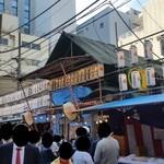 しんば - お店のすぐ近くの宝田恵比寿神社での「べったら市」の様子です
