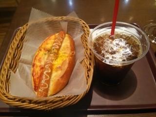 サンジェルマン エキア志木店 - ウインナードック(税別\210)とアイスコーヒー