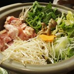 44209909 - 越乃鶏の塩麺水炊き:身が締まって 噛み応えのある鶏肉と、野菜から美味しい出汁が出ています。締めでは コシヒカリ麺 または 雑炊が選べます。
