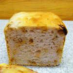 44211543 - くるみいちぢくパン(1/2サイズ) ¥210