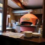 ピッツェリア バル ヴォーノ - 可愛らしいピザ釜