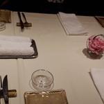 ラッフィナート - 奥のテーブルに案内してくれました。子供連れで気を使うなと思ってたのでありがたや~。