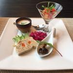 44216344 - 前菜4品盛り合わせ(ツブ貝の和風煮、若鶏のパテ、ヴィシソワーズ、5品目の野菜を使ったカポナータ)