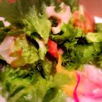 44217345 - 鎌倉市場の野菜と朝獲れ鮮魚のサラダ 1,300円