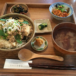 あめいろ食堂 - 県産豚の麻婆豆腐丼