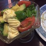 居酒屋花花 - アボガドサラダ¥480