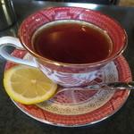 浜喫茶店 - 使い込まれたカップに注がれた紅茶