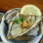 食い処 くりたや  那珂湊市場前 - 生牡蠣!小ぶりでも濃厚なお味ですね!