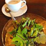 レストラン 南の風 - カブのスープ、サラダ。