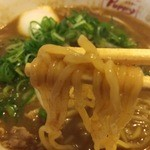 ミスター パピー - ビーフカレーラーメン(700円)麺リフト
