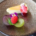 アクアリウム at ALFRED DUNHILL - レアチーズケーキ、フルーツ
