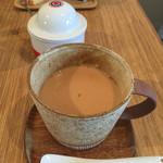 カメイノ食堂 - ジンジャーミルクティー。現在はポットではなく大きめなカップでの提供です!