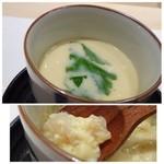 44237812 - 茶碗蒸し・・中には「海老」「イカ」などの魚介や「小餅」が入り、丁寧な出汁を感じる美味しい品。