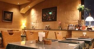 インド料理 ショナ・ルパ - ラジャスタン地方の城塞の内部をイメージしたインテリア