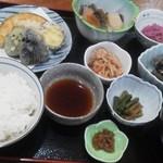 お食事処・味処 やまびこ - やまびこ定食 (1000円)