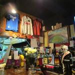 FOOTBALL CAFE CAMP NOU - 歴代ユニが色々展示され