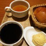 44243270 - 料理・モーニングセット 500円(税込) (パン3種食べ放題、紅茶・コーヒーは1杯お替り可、サラダ・スープ・玉子ポテト付き (2015年11月)