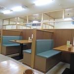 北のそば和佳亭 - 落ち着くボックス席
